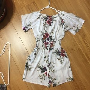 Pants - Very Pretty romper, floral no flaws